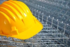 casco de seguridad en una obra